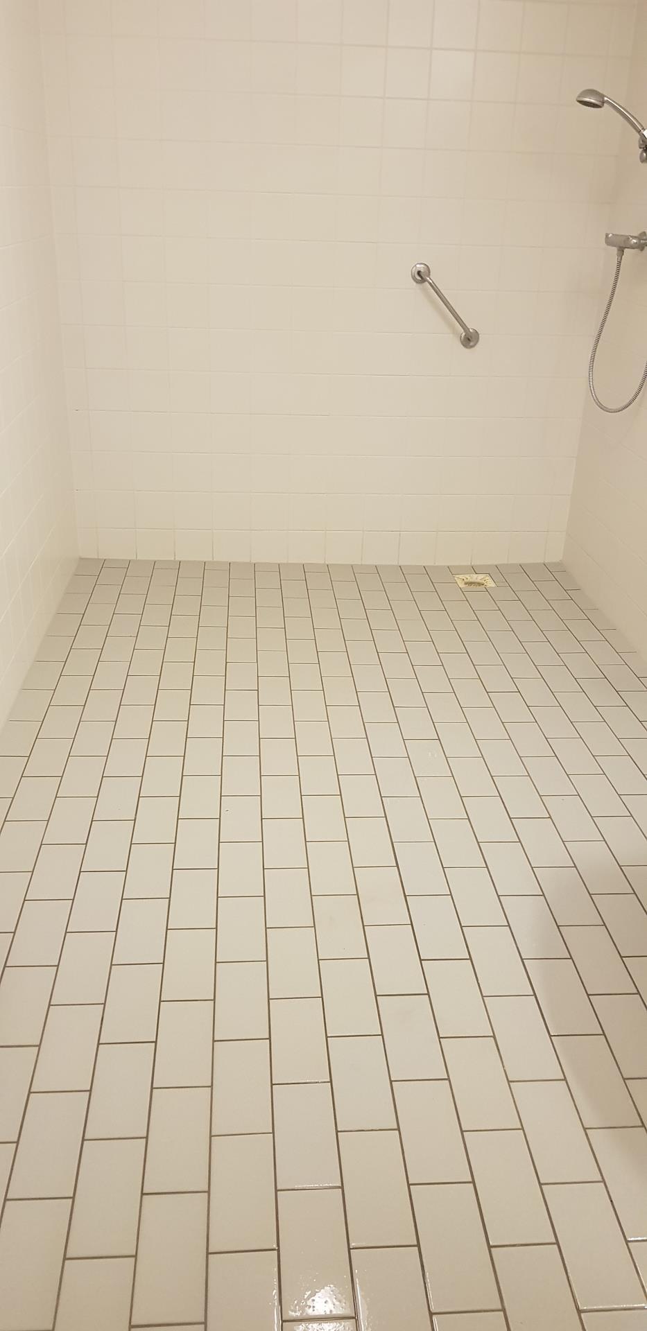 Badkamervloer na behandeling met antislip